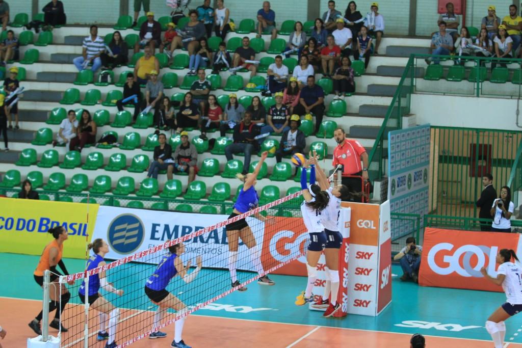 Brasília Vôlei obteve a primeira vitória na Superliga Feminina de vôlei frente ao Balneário Camboriú - Foto: Patricy Albuquerque/Agência EB