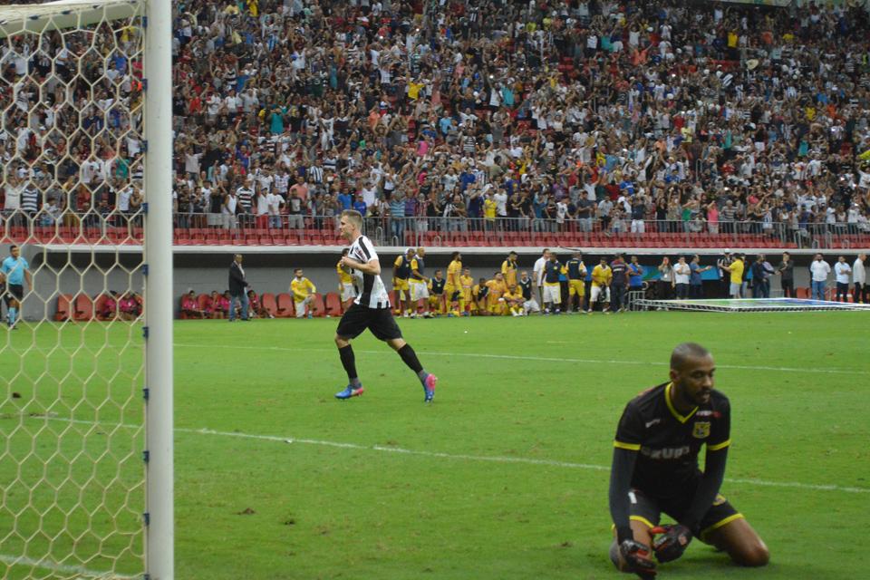 Rambo converte pênalti e confirma título do Sobradinho no estádio Nacional Mané Garrincha - Foto: Fernando Godoy/Agência EB