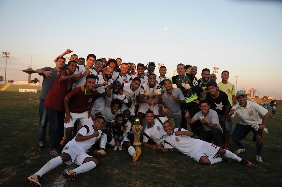 Jogadores do Bolamense comemoram título da segunda divisão e acesso para a Série A do DF em 2018 - Foto: Nonato Borges/Galera Candanga